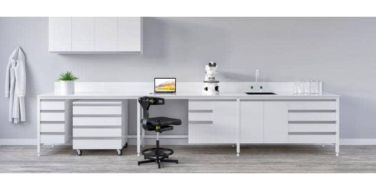 Modular Benching vs Fixed Cabinetry in Pharmaceutical, Pathology, Education & QA Labs