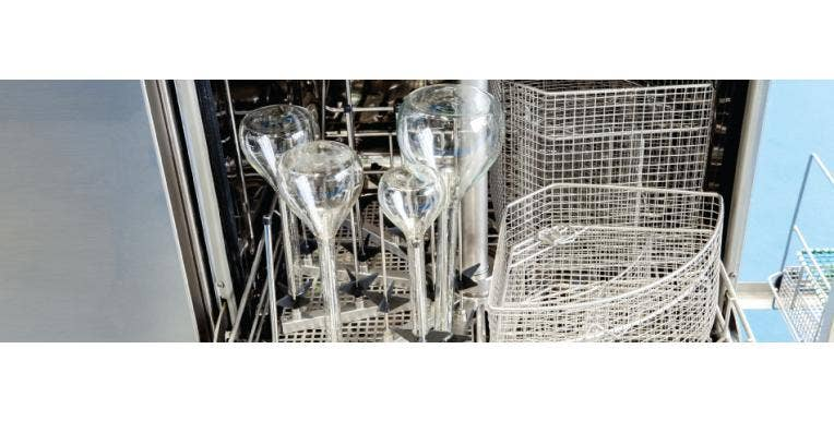 Difference Between a Lab Glasswasher & a Domestic Dishwasher